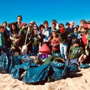 Xornada de limpeza na praia Grande de Miño